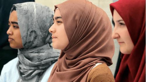 ヒジャブの女性たちの画像