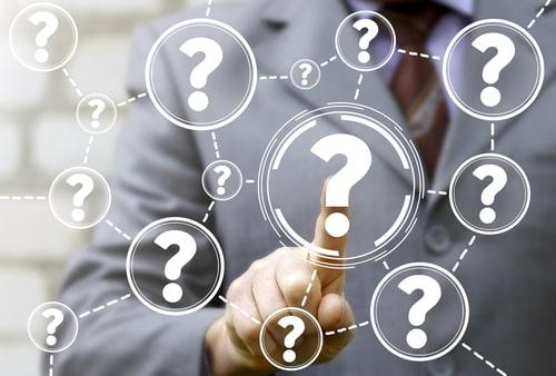 質問に答える人の画像