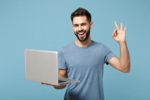 OKサインをする人の画像