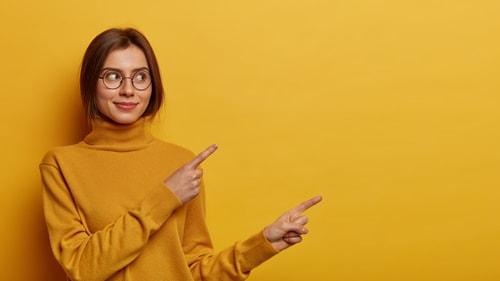 指さしする人の画像